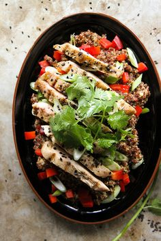Sesame Ginger Quinoa Salad with Grilled Chicken - Heather Christo Clean Eating, Healthy Eating, Allergy Free Recipes, Healthy Recipes, Quinoa Salat, Grilled Chicken Salad, Baked Chicken, Soup And Salad, Salad Recipes