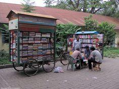 IMG_6670_Mobile_Book_Stall_Shahbagh_Dhaka [Original Resolution] [1600x1200]