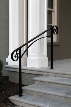 Ideas for front door porch steps stairs Front Porch Railings, Front Stairs, Front Door Porch, Front Door Entrance, House Entrance, Front Doors, Aluminum Porch Railing, Porch Handrails, Outdoor Stair Railing