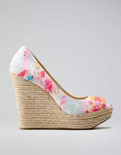 Zapatos mujer cuña esparto Bershka estampado flores