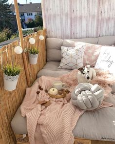 BALCONY 🌞 Start the summer and it's time to redecorate the terrace! We all now know the versatility of the pallets that make . - Westwing Home & Living Italia - Balkon Ideen - Balcony Furniture Design Apartment Balcony Decorating, Apartment Balconies, Cheap Apartment, Small Balcony Decor, Balkon Design, Balcony Furniture, Diy Furniture, Balcony Garden, Balcony Bench