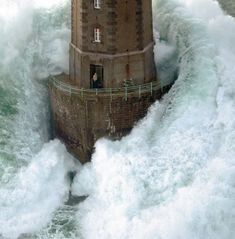 A Man Caught Outside of a Lighthouse During a Huge Storm | I Like To Waste My Time