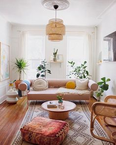 beautiful pink-inspired living room decor