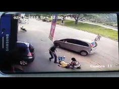 Pneu se solta de veículo e atinge pedestre em Ipatinga