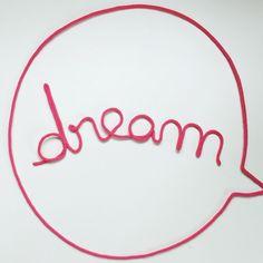 Mot en laine, mot en tricotin, mot bulle, bulle de BD, prénom en laine, prénom en tricotin, mot bulle en tricotin, dream, Charlie & June, charliejune.bigcartel.com