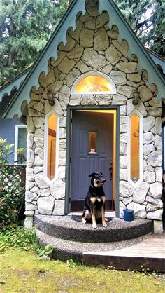 Pet friendly cabins, cottages, condos, chalets and executive vacation rental home accommodations are available through Mt. Baker Lodging. Our agency's goal is to provide you with the area's finest vacation home rental accommodations, while you enjoy the splendor of Mt. Baker.