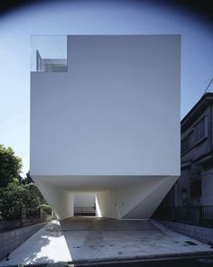 be2a981a3a52e architecture of the three-story concrete house by a Japanese architect  Label Xain