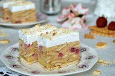 Prajitura cu vanilie, biscuitit si capsuni