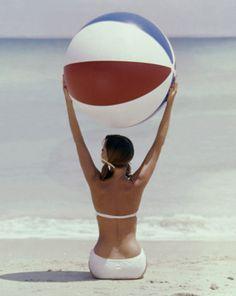 Photo by Lionel Kazan, Glamour, 1960
