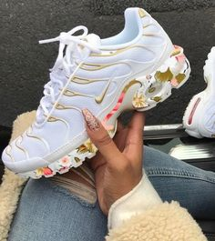 sneakers for men nike Nike Air Shoes, Nike Shoes Outlet, Pink Nike Shoes, Souliers Nike, Moda Nike, Most Comfortable Sneakers, Basket Style, Sneaker Store, Sneakers Fashion Outfits