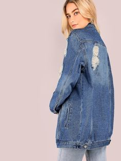 Giacca lungo in denim slavati con strappi Fall Fashion Outfits, Denim Fashion, Modest Fashion, Fashion Clothes, Fashion Women, Women's Fashion, Diy Jeans, Classy Outfits, Chic Outfits