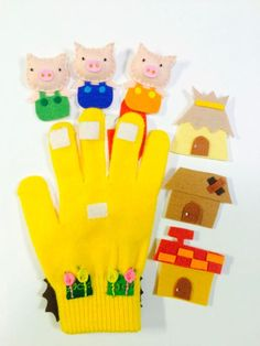 Anyone counting down to spring? Anyone have lost gloves lying around from winter? If you have kids, there's bound to be at least one or two floating around. Instead of tossing them, make finger puppets/stories! Glove Puppets, Felt Puppets, Felt Finger Puppets, Finger Puppet Patterns, Felt Stories, Felt Quiet Books, Three Little Pigs, Felt Toys, Felt Animals