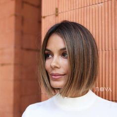 This Is The Fashion-Girl Haircut Of 2019 The haircut trend of 2019 comes courtesy of Russian supermodel Irina Shayk, who debuted a sleek, ultra-straight, chin-length bob at the Oscars. Asymmetrical Bob Haircuts, Short Bob Haircuts, Oval Face Haircuts, Chin Length Haircuts, Straight Bob Haircut, Bob Hairstyles For Fine Hair, Medium Bob Hairstyles, Brown Hairstyles, Girl Hairstyles