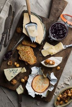 The Complete Guide To Creating A Perfect Cheese Board | Castello USA