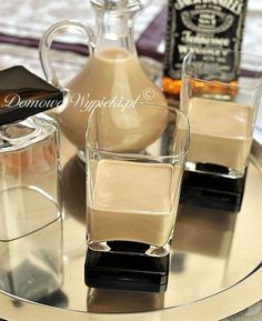 Baileys - Irish Cream - Ingredients: 1 tsp soluble coffee 2 tsp cocoa ¾ glass of whipped cream ¾ glass of milk sweet - Baileys Cocktails, Cocktail Drinks, Alcoholic Drinks, Baileys Irish Cream, Brownies And Lemonade, Ponche Navideno, Shamrock Shake, Christmas Food Gifts, Banana Milkshake
