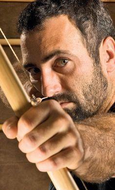 Einen klassischen Robin-Hood-Bogen kann man sich auch als Heimwerker selbst bauen. In unserer Bauanleitung siehst du, wie es geht.