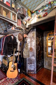 An Incredible, One-of-a-Kind Expanding Tiny House: gallery image 26 Tiny House Swoon, Tiny House Living, My New Room, My Room, Chambre Indie, Ideal Bathrooms, Indie Room, Aesthetic Room Decor, Dream Rooms