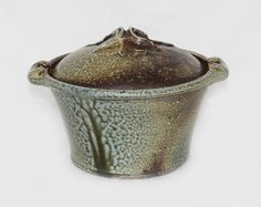 Ross Mitchell-Anyon, stoneware casserole dish… - The Karakter Collection of 20th Century Modern Design; NZ Ceramics; The Len Castle Estate Collection - Art+Object - Antiques Reporter