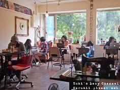 科技大樓-自然醒咖啡公寓  (02) 2709-6066  台北市大安區和平東路二段157號2樓  營業時間:13:00~22:00 *每週二公休