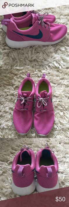 Women's Nike Roshes In great condition Nike Shoes Sneakers