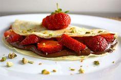 How to Make Crepes, Strawberry Banana Nutella Crepe Dessert (VIDE. - Crepes, Pancakes and Piklets - Nutella Köstliche Desserts, Dessert Recipes, Meal Recipes, Recipes Dinner, Banana Nutella Crepes, Nutella Pancakes, Nutella Spread, Nutella Recipes, Vanilla