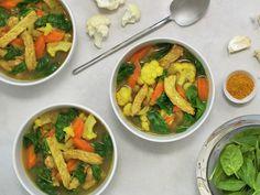 Ungarsk gulasj | Oppskrift - MatPrat Food Inspiration, Thai Red Curry, Baked Goods, Diet, Chicken, Baking, Healthy, Ethnic Recipes, Spinach