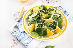 Salada de espinafre, cebola roxa, laranja e grãos de gergelim                                                                                                                                                                                 Mais