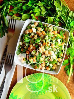 Šalát z cíceru, petržlenovej vňate a feta syru Pasta Salad, Cobb Salad, Feta, Sandwiches, Vegetables, Ethnic Recipes, Crab Pasta Salad, Vegetable Recipes, Paninis