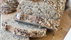 Na tomto tmavom chlebíku si výborne pochutnáte aj vďaka pridaným semiačkam. Bread Recipes, Banana Bread, Desserts, Food, Basket, Tailgate Desserts, Deserts, Essen, Postres