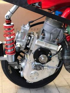 Gas Powered Scooters, Motor Scooters, Vespa Scooters, Motorcycle Wiring, Motorcycle Engine, Moto Bike, Vespa 200, Red Vespa, Vespa Tuning