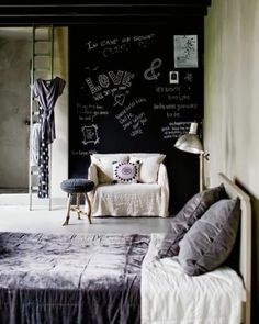 Cool Chalkboard Bedroom Decor Ideas To Rock Chalkboard Bedroom, Home Decor Chalkboard, Blackboard Wall, Chalkboard Paint, Chalk Wall, Black Chalkboard, Chalk Paint, Home Decor Bedroom, Bedroom Wall
