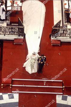 Wedding of Prince Charles and Lady Diana Spencer, London, Britain - 29 Jul 1981 Princess Diana And Charles, Princess Diana Rare, Princess Diana Pictures, Princess Elizabeth, Royal Princess, Princess Of Wales, Prince Charles, Royal Brides, Royal Weddings