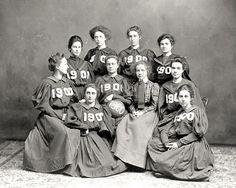 Vassar basketball team, class of 1900.