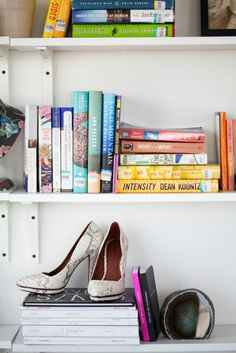 Style At Home: Krystal Of This Time Tomorrow Style At Home, Home Look, Apartment Chic, Apartment Ideas, Fashion Books, My Living Room, Krystal, Bookshelves, Bookshelf Styling