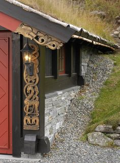 Traditional Norwegian Wood Carving on Mountain Cabins from http://www.bjorndalseter.no/