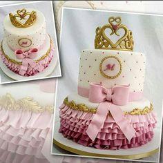 Marina está chegando em grande estilo com este bolo super fofo para o seu chá-de-fraldas. Que venha com muita saúde e seja fonte de muitas alegrias para sua família! #ombrecake #chadefraldas #BuddyNaRecord