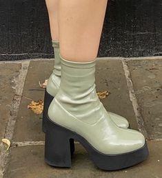 Dr Shoes, Swag Shoes, Me Too Shoes, Shoes Heels, Shoe Boots, Look Fashion, Fashion Shoes, Fashion Outfits, Street Fashion