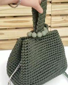Crochet Bag Tutorials, Crochet Flower Tutorial, Crochet Diy, Filet Crochet, Crochet Stitches, Crochet Wallet, Crochet Backpack, French Knot Embroidery, Yarn Bag