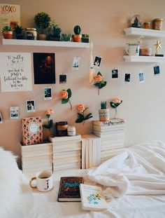 aesthetic bedroom live your best life today – If you still have a pulse, God still has a purpose. Cute Bedroom Ideas, Cute Room Decor, Teen Room Decor, Room Decor Bedroom, Bedroom Inspo, Teen Bedroom, Diy Bedroom, Wall Decor, Deco Studio