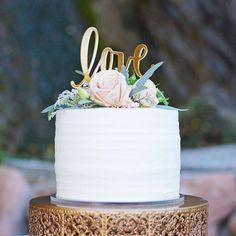 LOVE cake Topper on simple white wedding cake // Gold #cakestand by Opulent Treasures // Instagram photo by @ambershawphotography