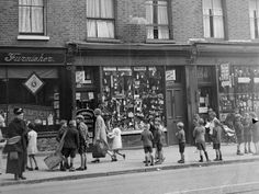 Shoppers in Kentish Town, 1927 Vintage London, Old London, North London, London History, Local History, Candid Photography, Street Photography, Camden Town, Air Raid