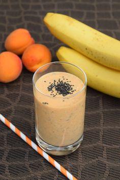 Aprikose-Bananen-Smoothie mit Chia Rezept für 1 Portion: 2 Aprikosen (oder 1 Birne), 1 Banane, ¼ Tasse griechischer Honigjoghurt, 2 TL Purewell BIO Chia Samen. Die Aprikosen und die Banane in kleinere Stücke schneiden und mit dem Joghurt und den Purewell BIO Chia Samen in einen Mixer fügen. Gut mixen! Guten Appetit!