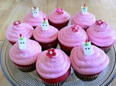 S has asked for these cupcakes to surround a unicorn cake. I think I might get a unicorn mould to make candy unicorns to avoid sculpting upteen unicorn heads... 1 to 3 might be fun, but 12?