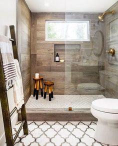 My sunday's crush : être sous le charme de cette salle de bain à l'alliance de bois & de carreaux mauresques... Photo via Instagram@modern.moroccan.decor