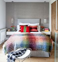 With glass walls, new and trendy interior coatings , this Madrid apartment became the ideal, elegant and feminine mini loft, ideal for . Mini Loft, Home Bedroom, Bedroom Decor, Gray Bedroom, Modern Bedroom, Bedroom Ideas, Master Bedroom, Loft Interiors, Design Interiors
