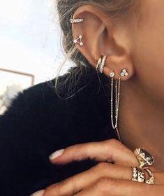 Ear Peircings, Cute Ear Piercings, Ear Piercings Orbital, Body Piercings, Bijoux Piercing Septum, Bellybutton Piercings, Diamond Earrings, Stud Earrings, Diamond Bracelets