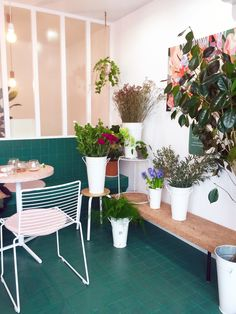 Mes inspirations parisiennes | DecouvrirDesign Commercial Design, Decoration, Planter Pots, Sweet Home, Around The Worlds, Inspiration, Photo And Video, Interior Design, City