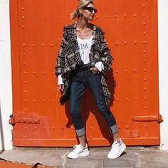 PATRIZIA CASARINI 🇮🇹 (@patzhunter) • Photos et vidéos Instagram Older Models, Milan, Duster Coat, Instagram, Hipster, Street Style, Stylish, My Style, Jackets
