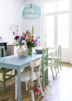 Home In (foto Sjoerd Eickmans) Fab Tiffany Blue Dining Table With  Mis Matched Chairs.
