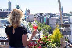 Helsingin kattoterassit - upeimmat näköalapaikat Sangria, Barista, Alcoholic Drinks, Cocktail, Wine, Glass, Helsinki, Travelling, Food